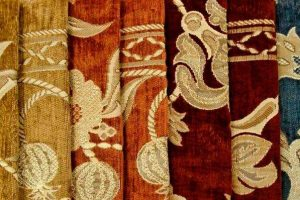 Преимущества перетяжки старой мебели жаккардом