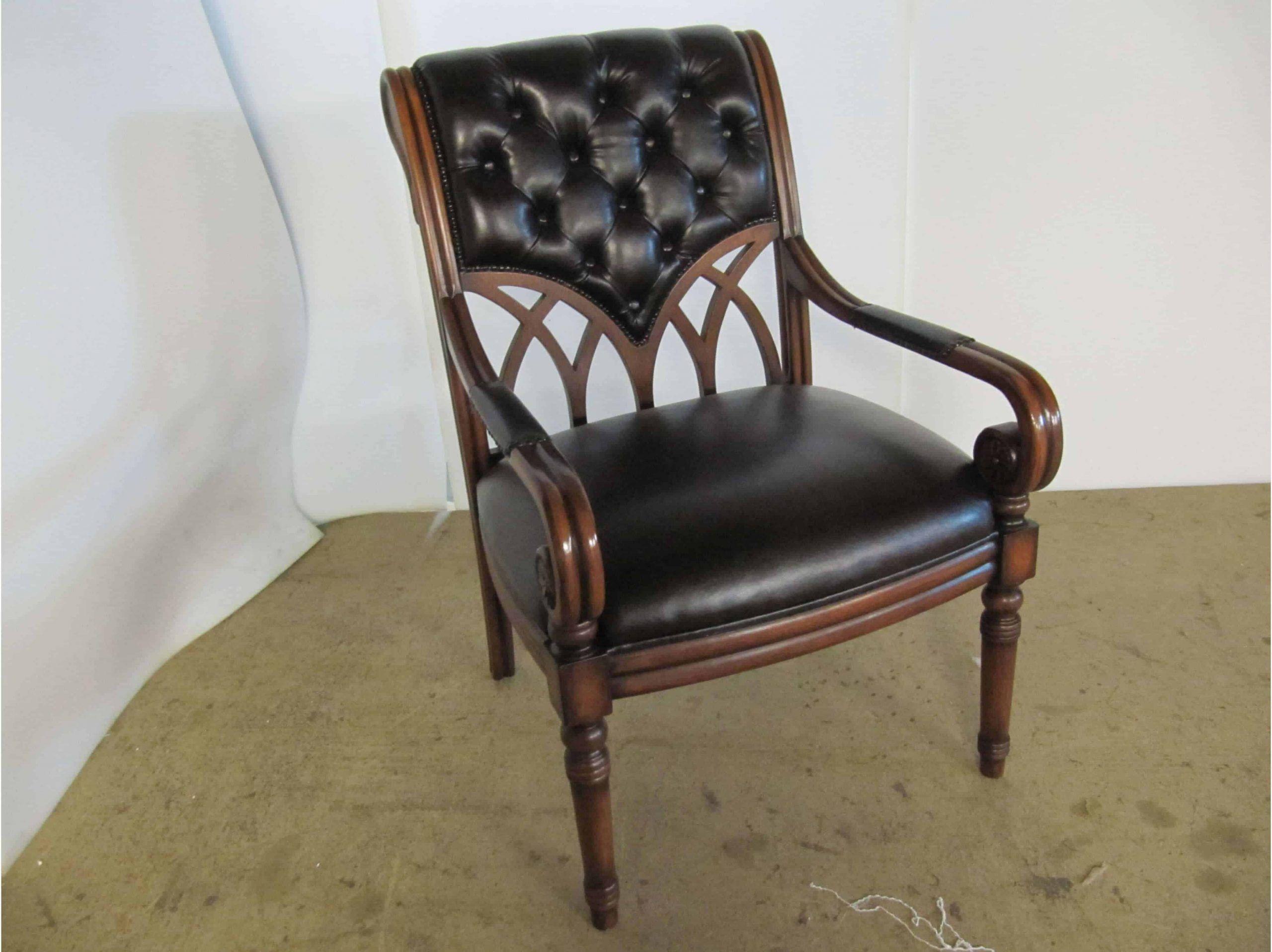 Перетяжка стульев кожей от компании ГлавМебельРемонт